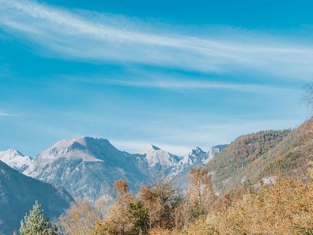 Uživajte v osupljivem razgledu na okoliške gore