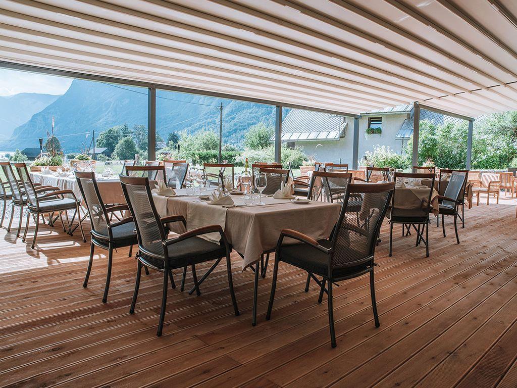 Prenovljena terasa z osupljivim razgledom