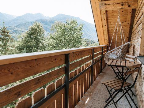 Balkon s čudovitim pogledom na jezero in okoliške gore